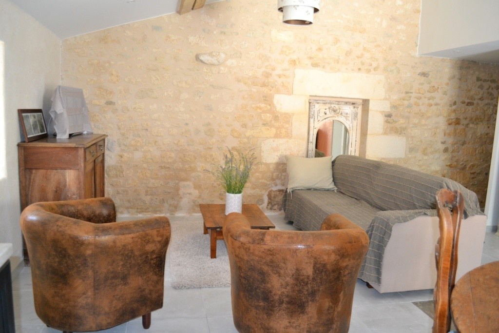 Gîte La Petite Grange - salon - Gîtes du Maréchat à Cabariot