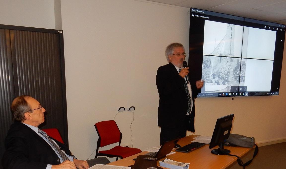 """Après l'ouverture du séminaire par Patrick PALUS, Président d'APSM-PharBal, Jean-Christophe FICHOU, Professeur agrégé, retrace l'histoire d'""""Une flottille pour la relève"""""""
