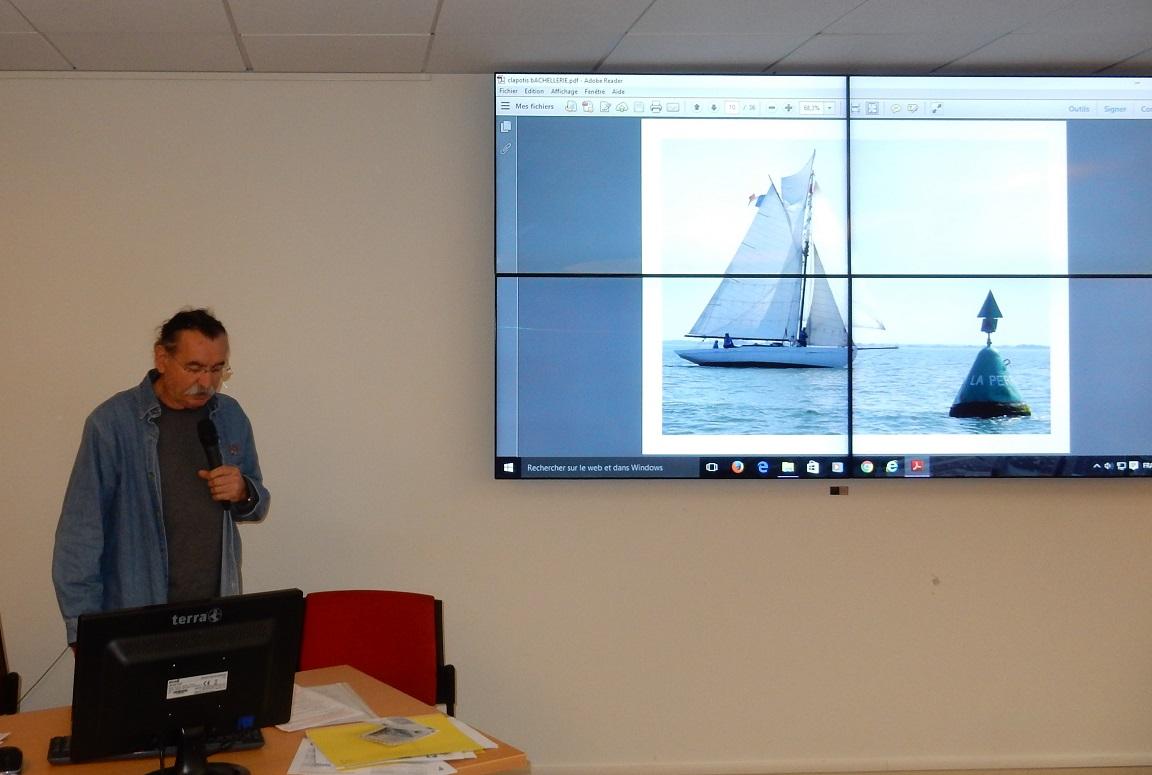 Michel BACHELLERIE chef de bord de CLAPOTIS, présente l'association Sloop baliseur CLAPOTIS.