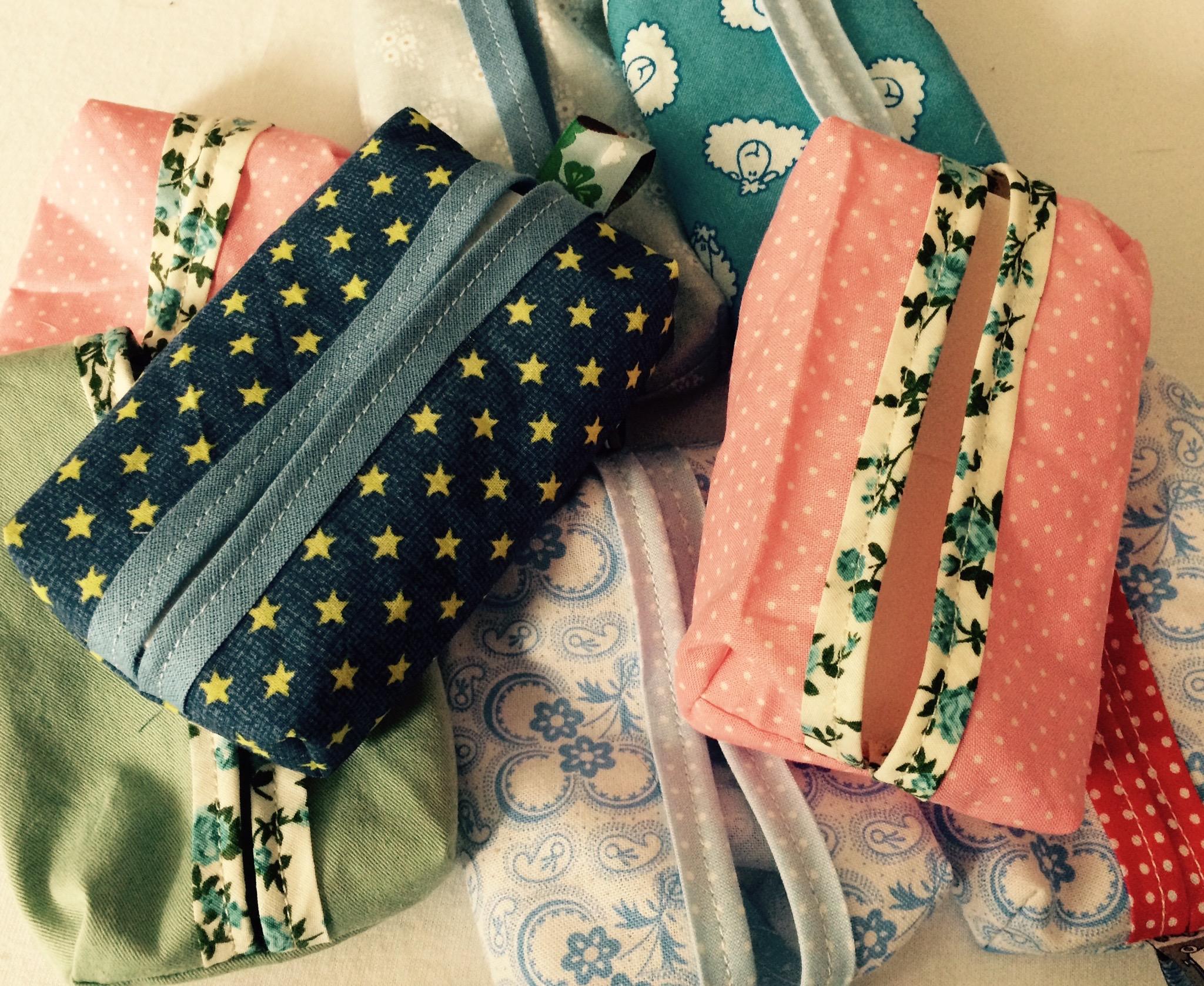 So sehen meine fertigen Taschentuchhüllen aus :)