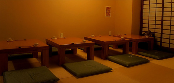 テーブルを離しての組み換え~2名様ずつのお席~