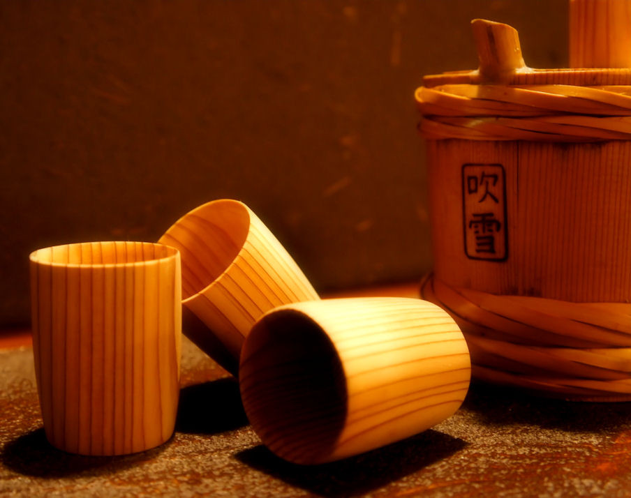 きりんざんのお酒は特製の杉樽で…