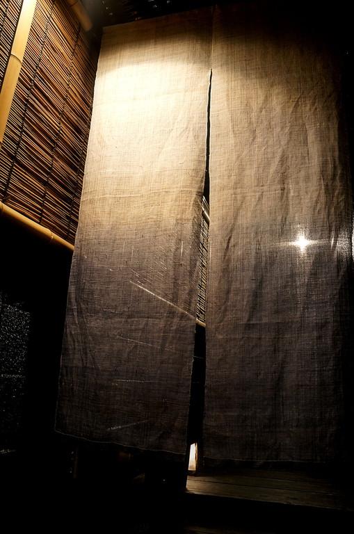 キモチ新たに暖簾をくぐりドアノブに手をかければ…