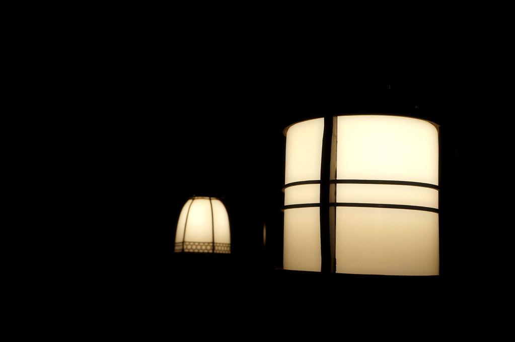 そんな空間…カウンター席の灯たちは…