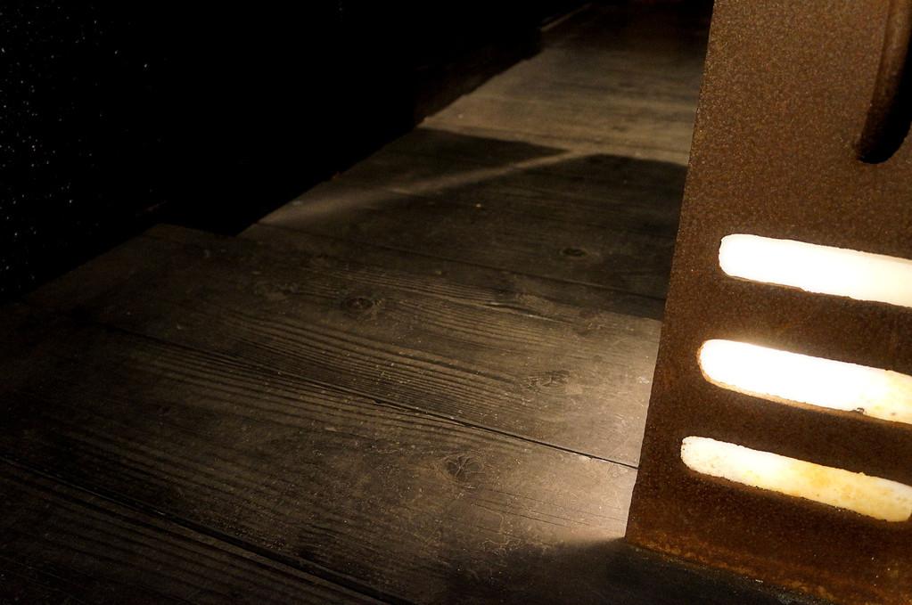 ライトの足元は一段下がります…