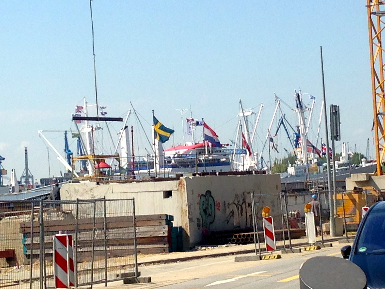 even the swedish and scandinavian flags are hissed in the Hamburg harbor