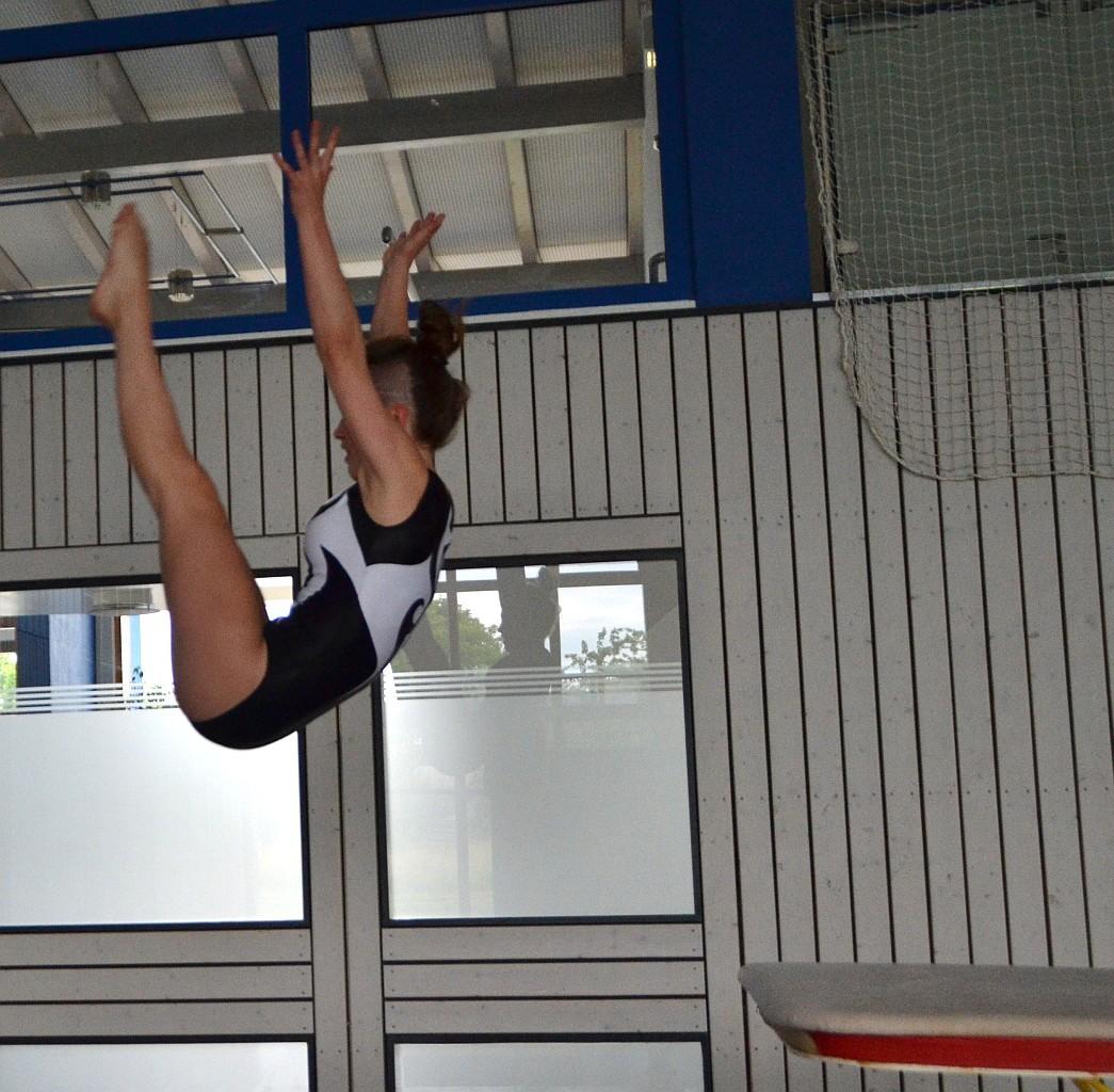Annika Drescher mit einem Yamashita am Sprung