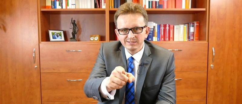 Rechtsanwalt in seinem Büro einer Anwaltskanzlei
