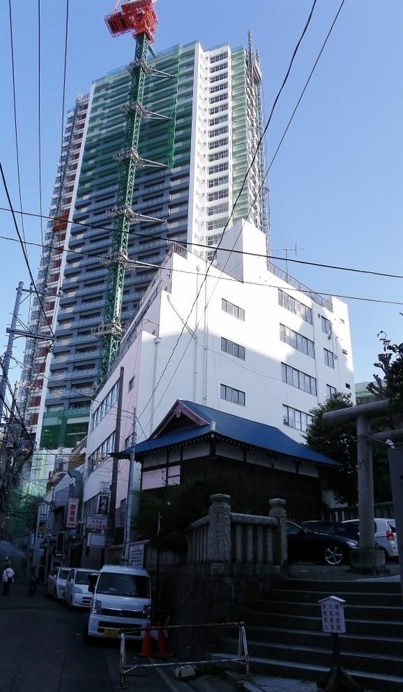 横須賀中央駅の近くに建設中のサンマリーヌ横須賀中央駅タワー26階建