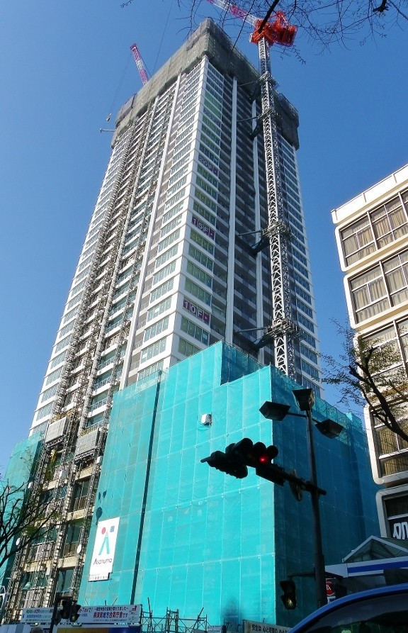 西友跡地に建設中のザ・タワー38階建