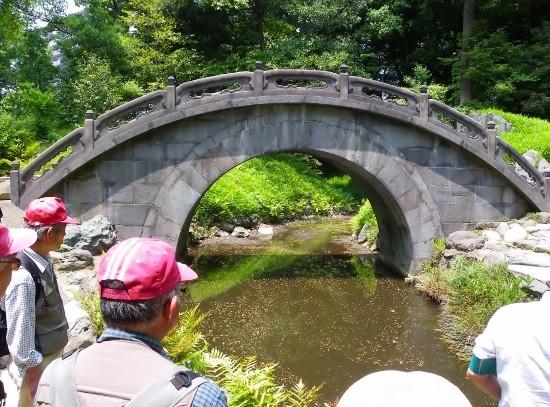 円月橋(正面から)・・水面に映る形が満月のように見えることからつけられた名称
