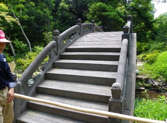 円月橋(横から)