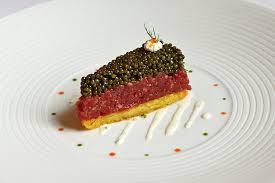 Rindertatar-Torte im Waldhotel Sonnora