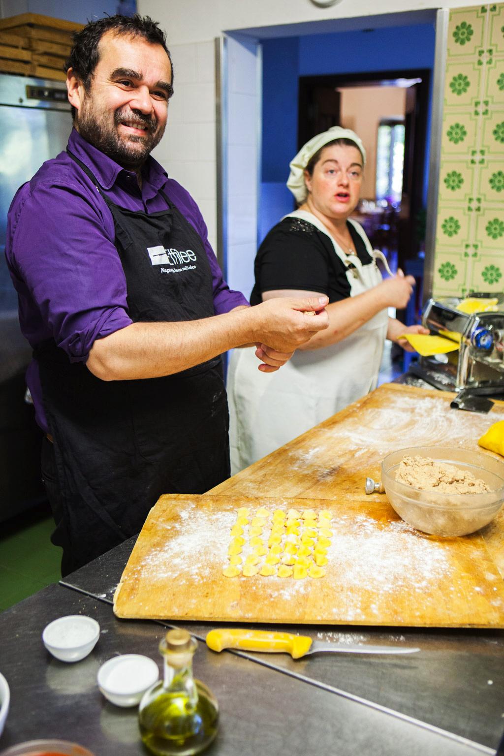 Vijay Sape beim Kochen mit italienischen Mamas in Piermont