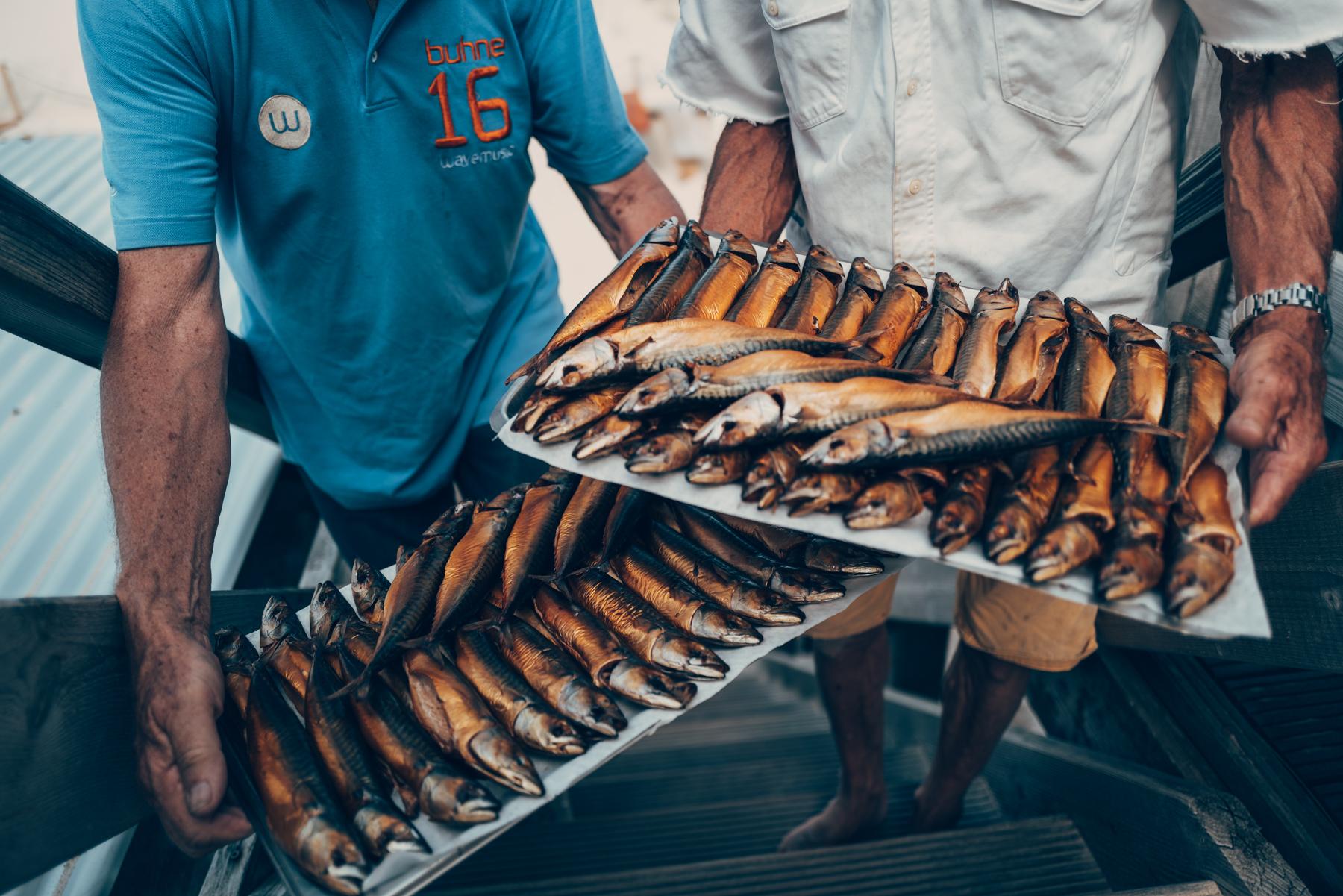 Geräucherte Makrelen in der Buhne 16 Foto: Alexander Heil