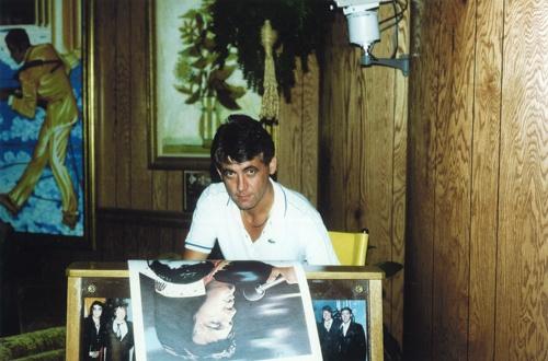 Joachim Thiess mit Portrait von Elvis