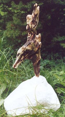 Leopardentänzerin, Treibholz/Marmor, 2002, 50 cm H