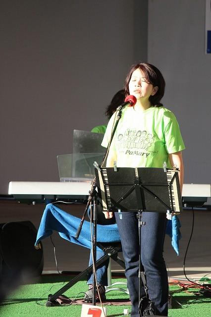 恵美さんソロイントロに観客も静かに聴いてくれました。