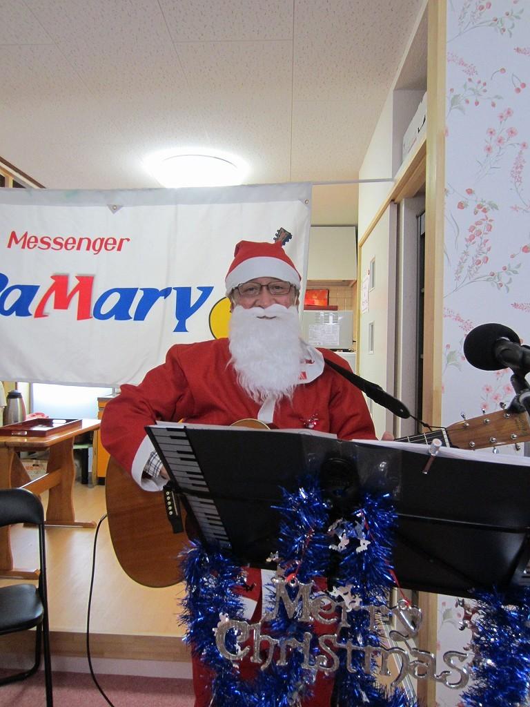 サンタのおじさん 歌のプレゼントもって