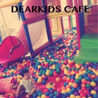 レッスン中はカフェのプレイスペースで遊ぶことができます