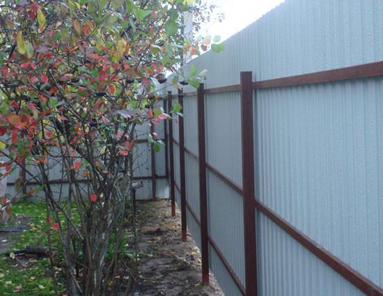 Забор из профнастила на 3 лаги