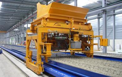 Maquinaria usada: pista fija con distribuidor de hormigón