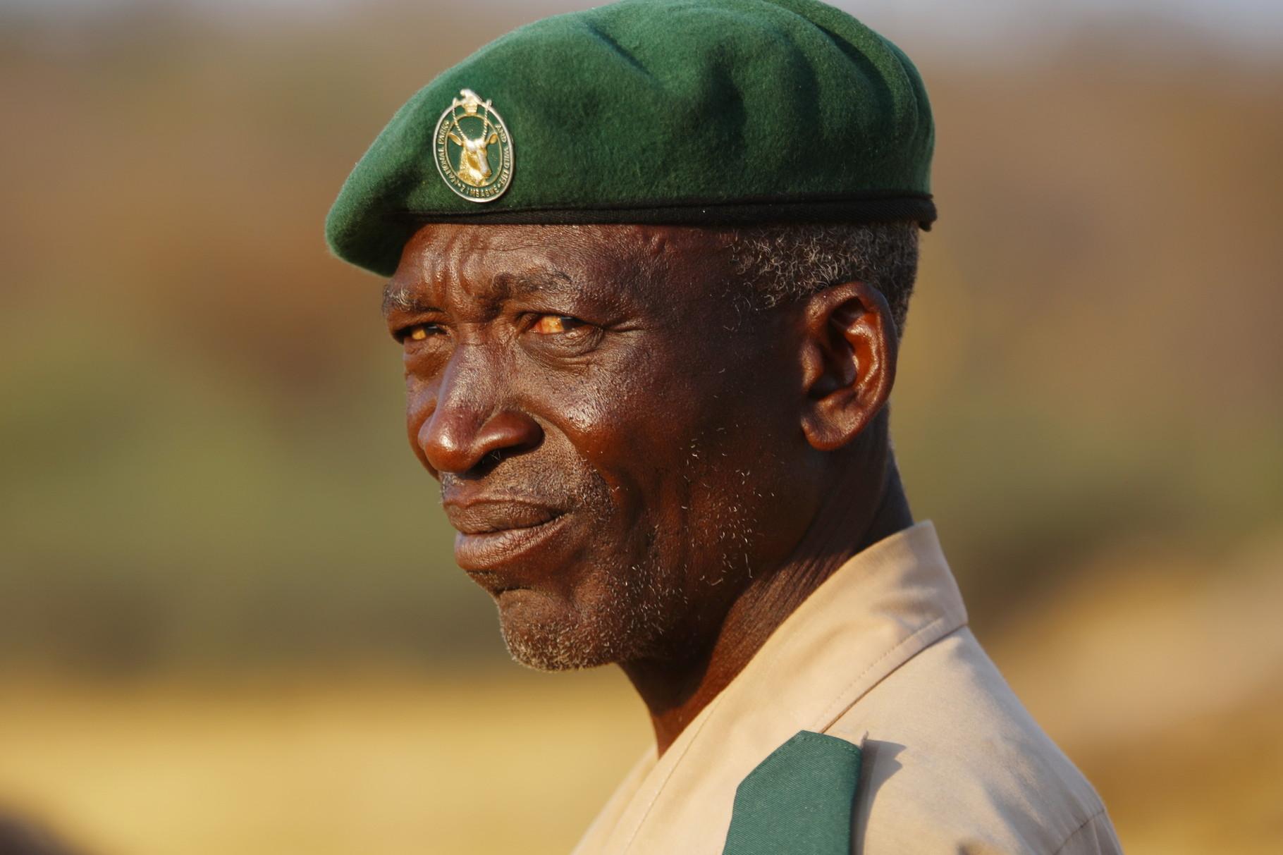 Ranger im Hwange NP in Simbabwe