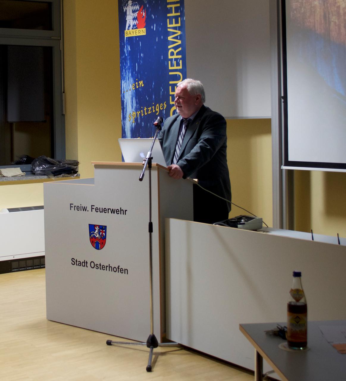 stellvertretender Landrat Eugen Gegenfurtner beim Grußwort