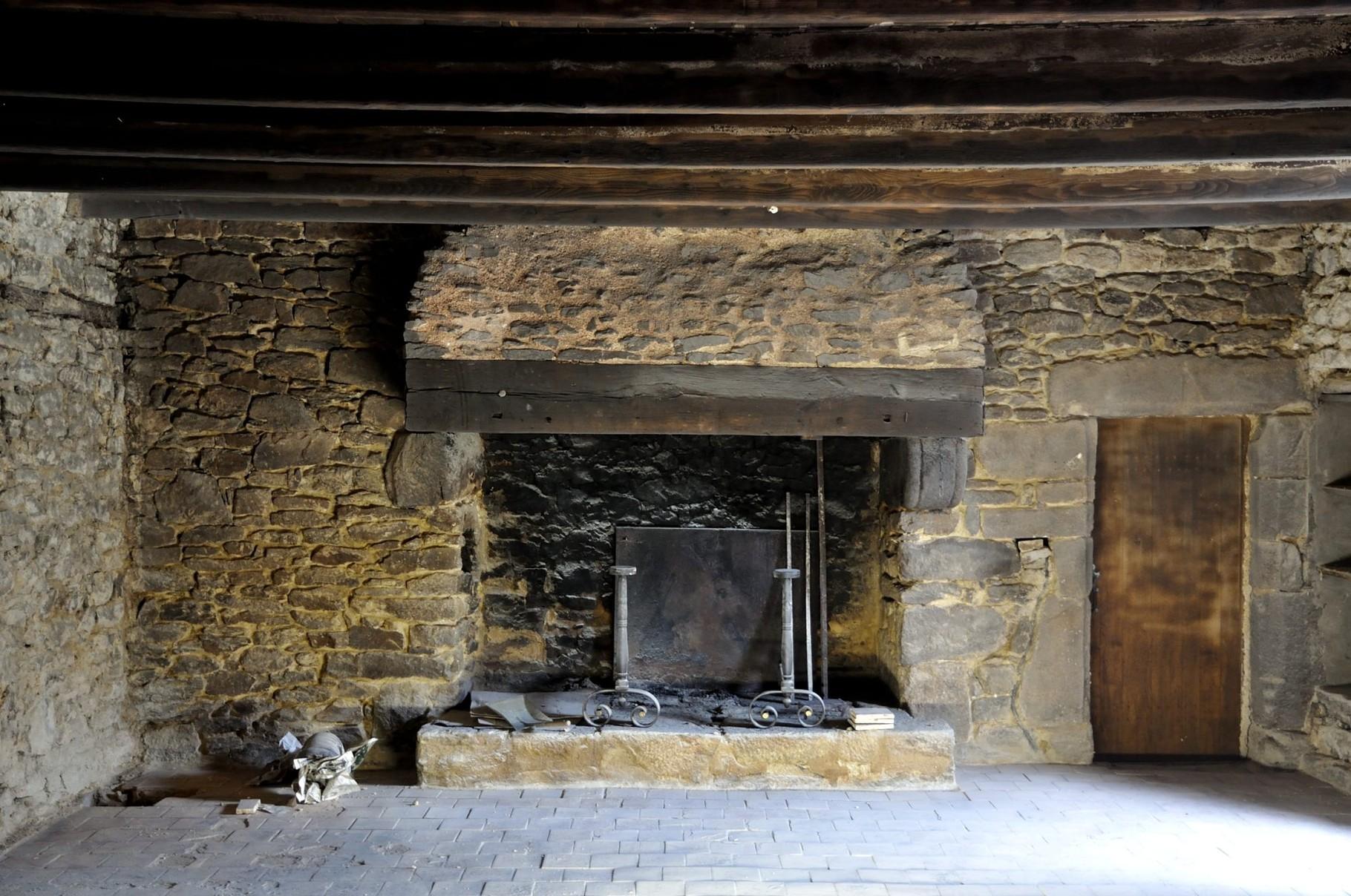 Habitation ancienne en pierre de pays : expertise suite à un incendie