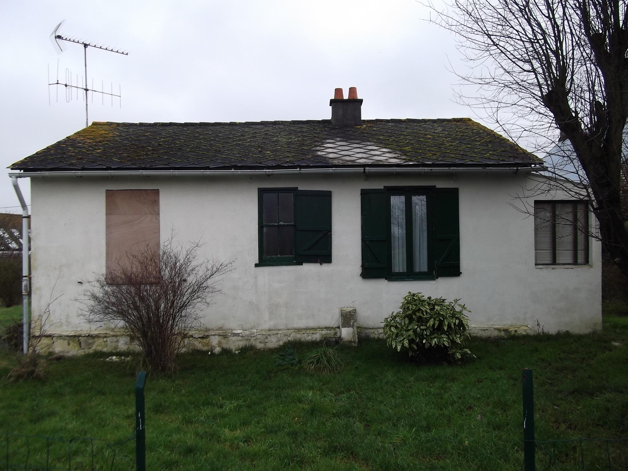 Maison individuelle années 50, MOB enduite ciment, en état de ruine