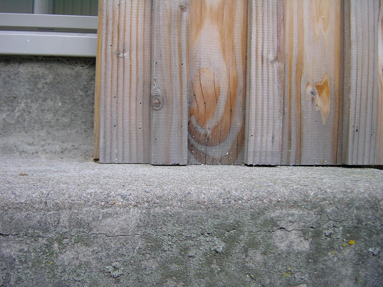 Bardage en contact sur appui béton : rétention d'eau par capillarité (4)