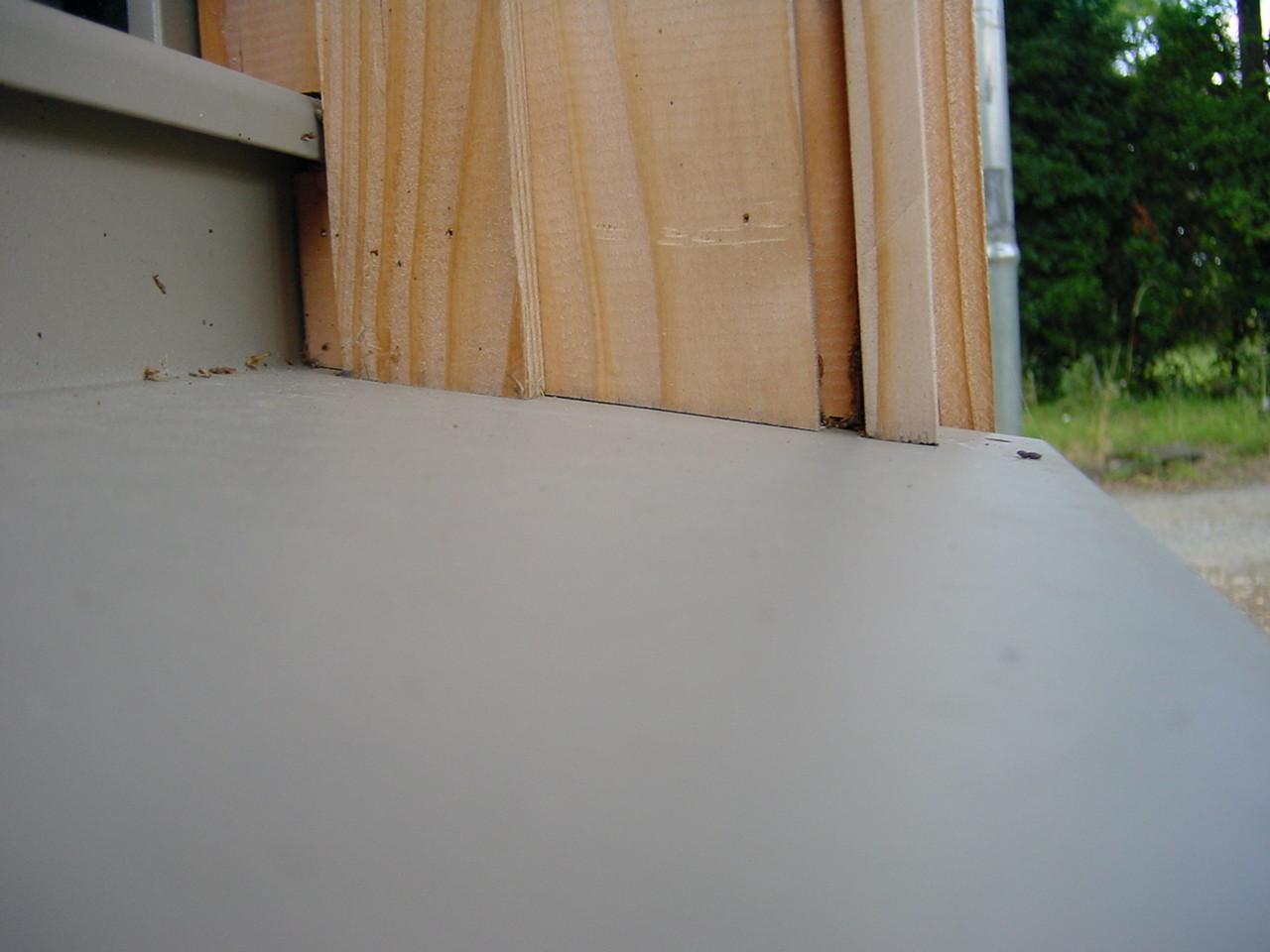 Angle en appui sur bavette : rétention d'eau par capillarité (3)