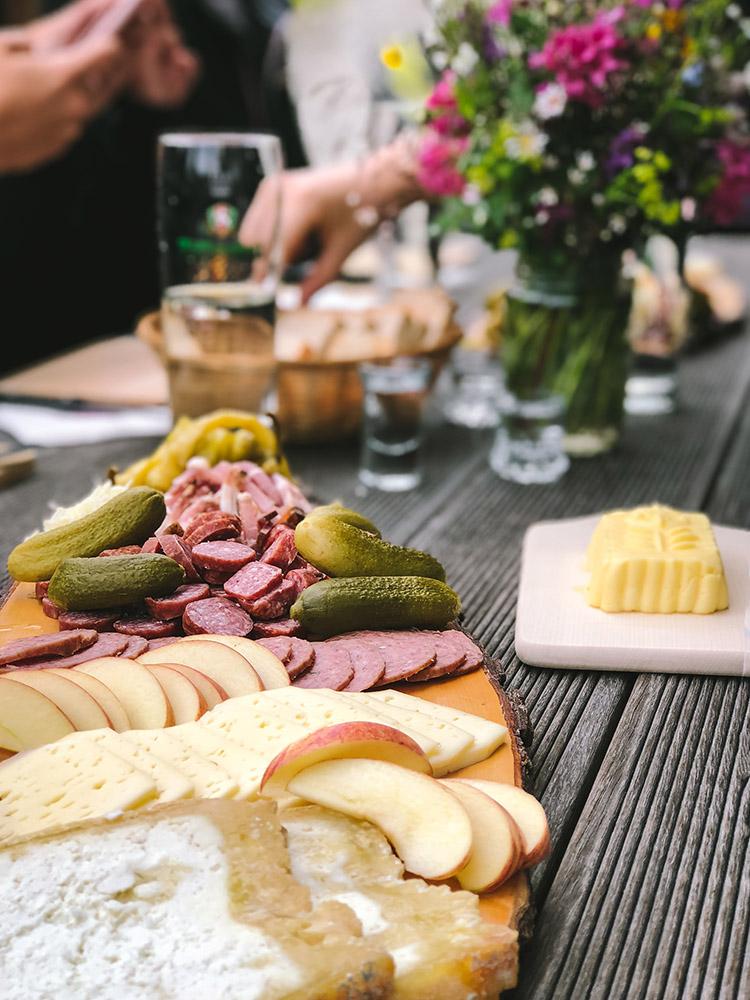 Tiroler Brettljause - Almfrühstück auf der Zillertaler Hochalm