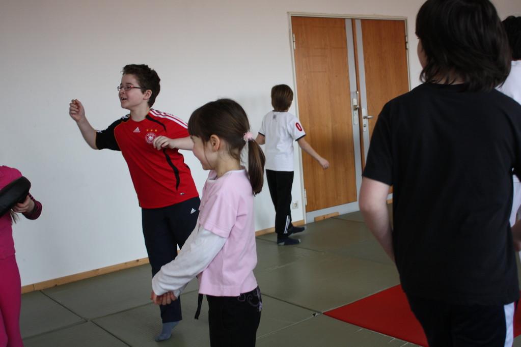 Kinder Selbstverteidigung - Gewaltdeeskalation - Selbstbehauptung - Sportschule Jan Springer März 2011