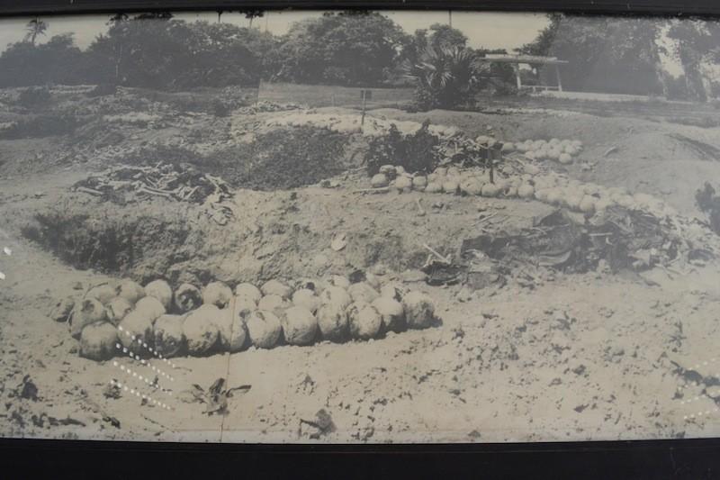 キリングフィールドにて掘り出された無数の遺体=骸骨や骨。