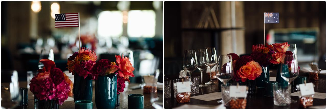 Detailaufnahme der unterschiedlichen Tischdekos der Hochzeitsgesellschaft im Soho House