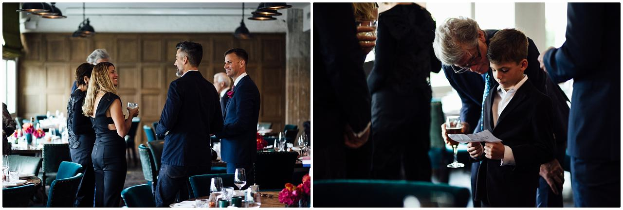 Bräutigam unterhält sich angeregt mit den Gästen im Soho House