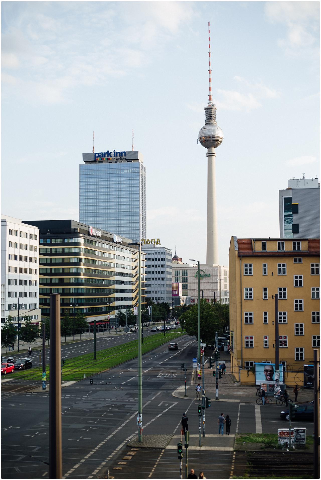 Der Blick auf den Alexanderplatz vom Balkon des Soho House
