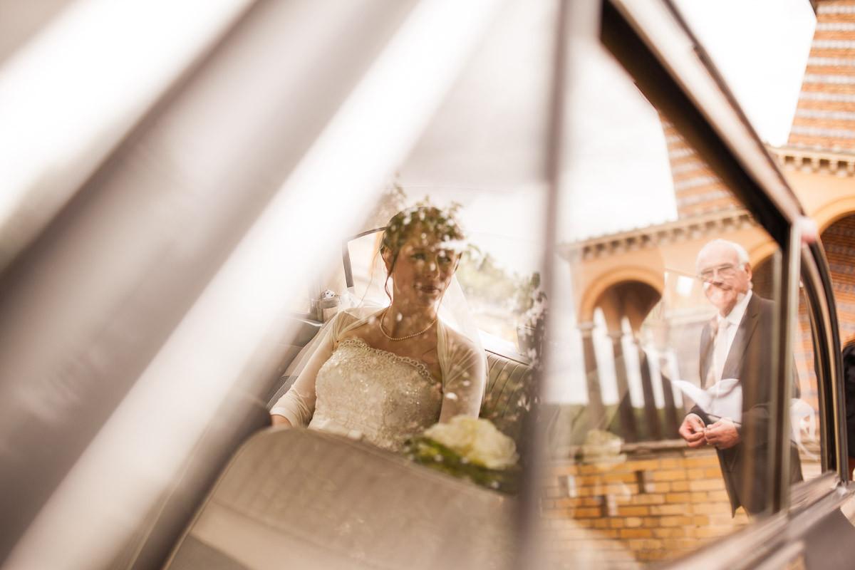 Braut wir von Vater an der Heilandskirche Sarcow erwartet