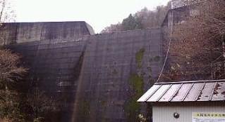 浅刈砂防ダムと発電所