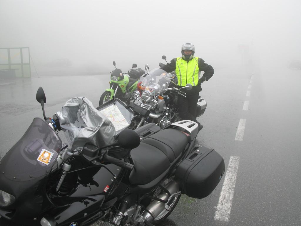 Arlbergpass am 30.06.2011: Nebel, Nebel, man sieht fast nix