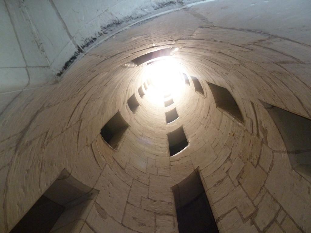 Chambord: Blick hoch durch das Treppenhaus