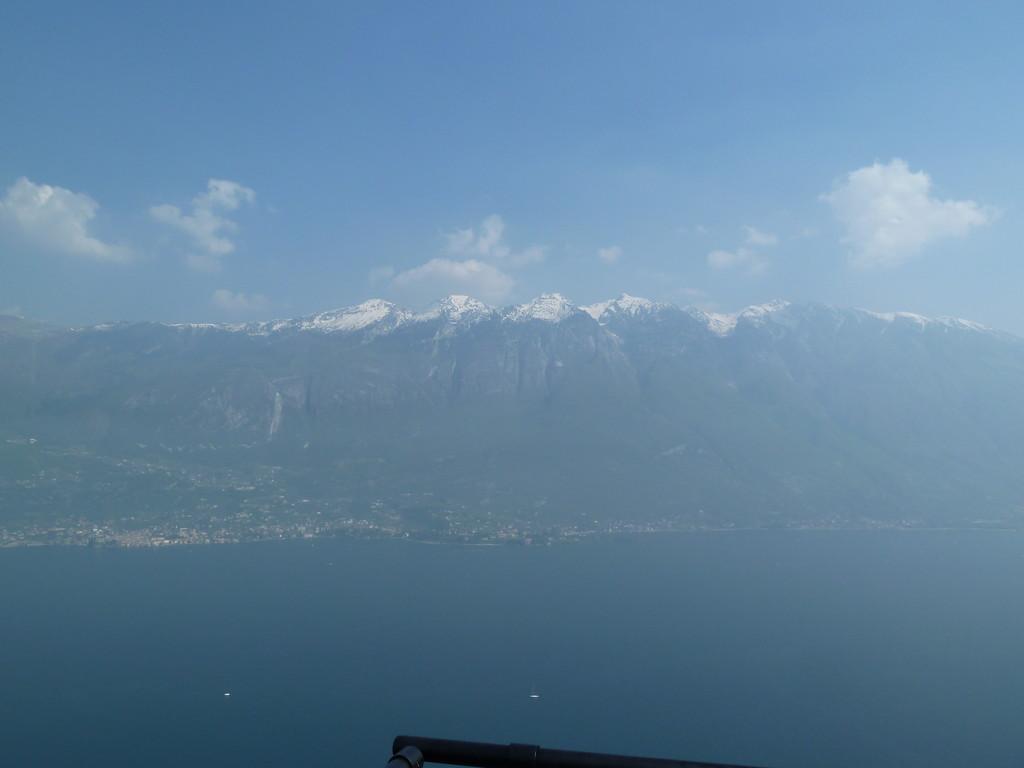 ...und auf den Monte Baldo. Unten am See: Malcesine