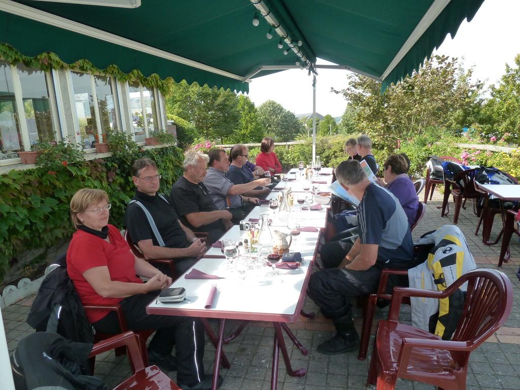 Vor Saumur: warten auf's Menue