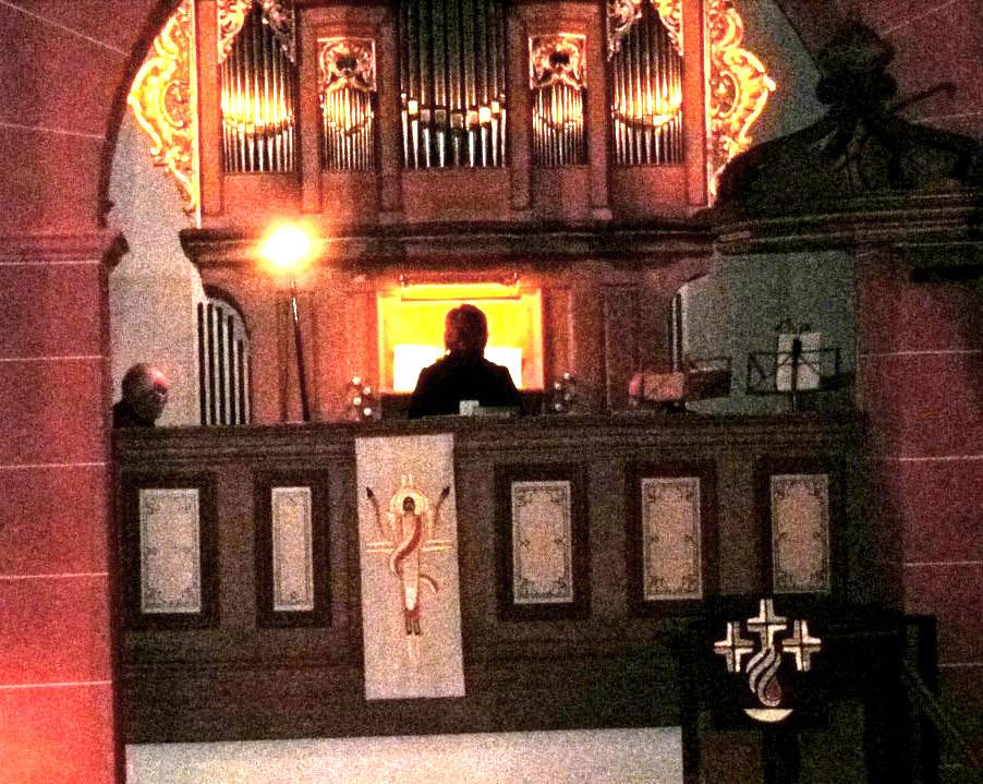Olga Hasse an der Orgel