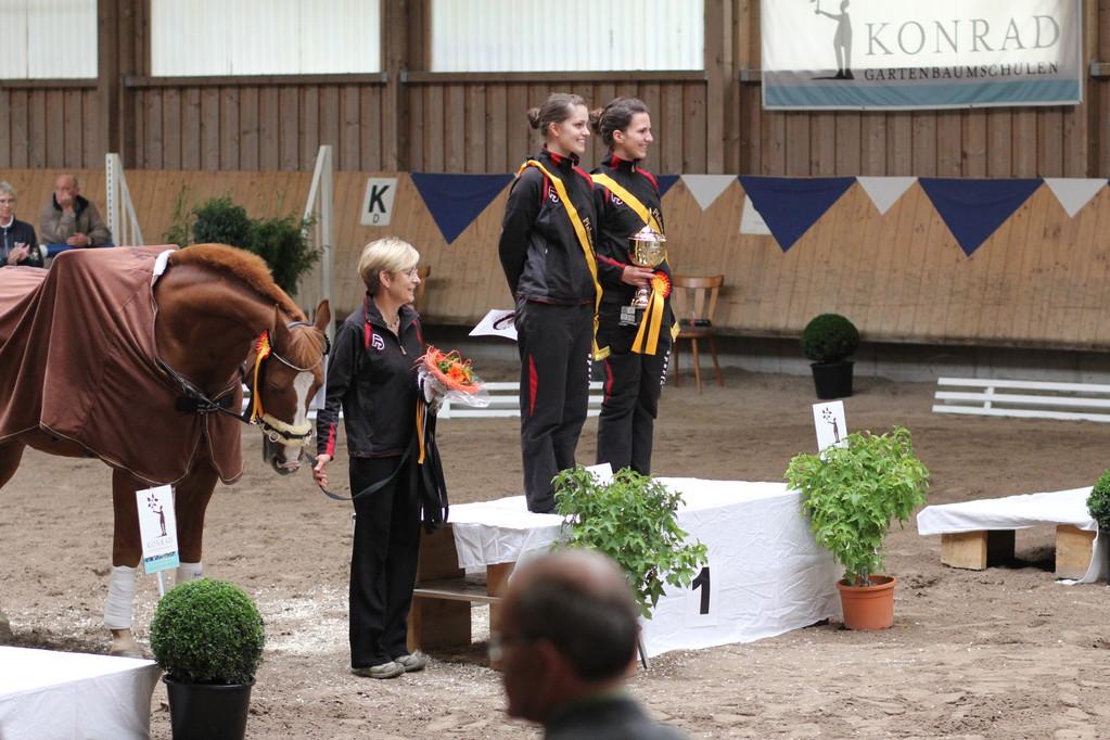 Pfalzmeister Doppelvoltigieren: Anna Birner und Sabrina Steher