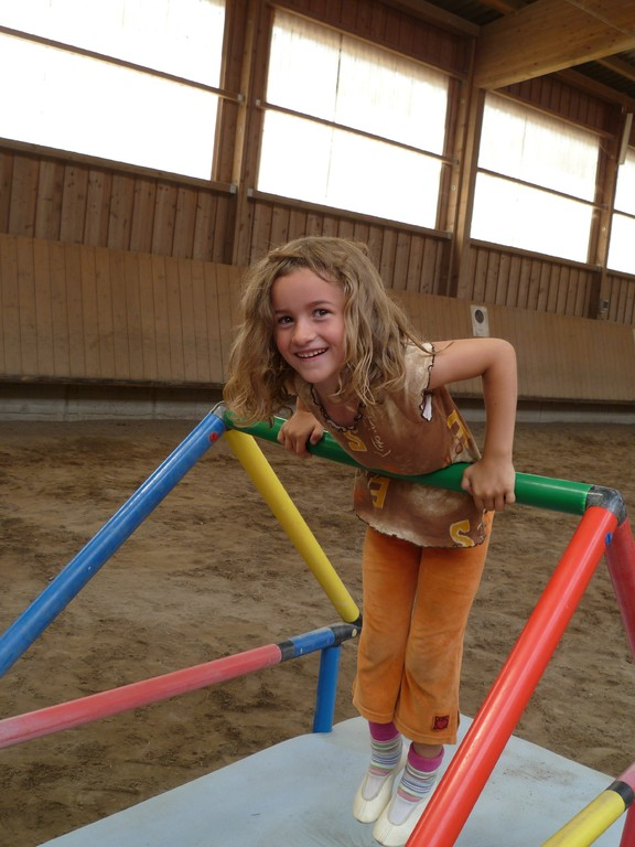 Samia beim Turnen