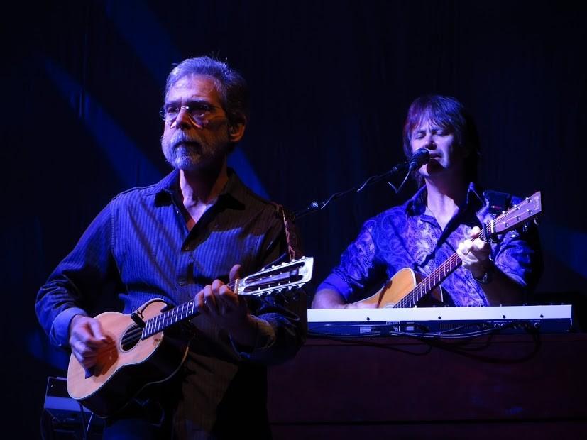 v.l.n.r.: Guy Fletcher: Gitarre; Richard Bennett: Gitarre (eine von vielen)