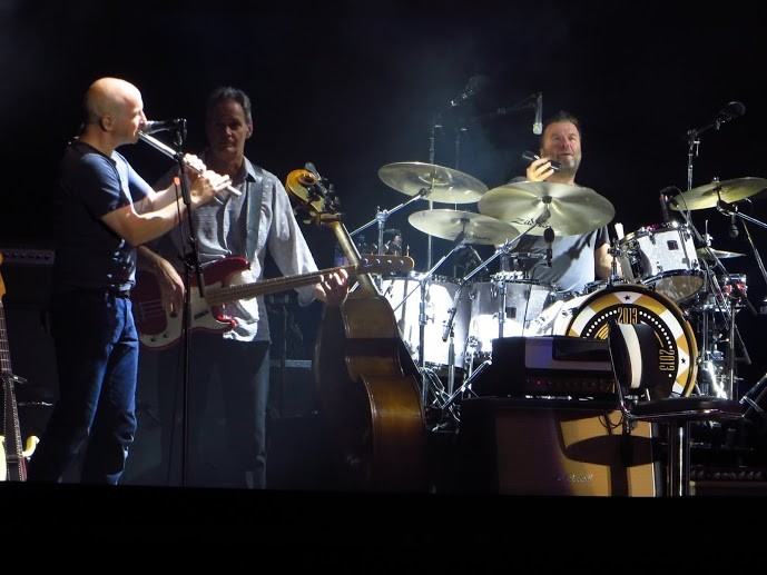 v.l.n.r.: John McCusker: Flöte; Glenn Worf: Bass Gitarre; Ian Thomas, Schlagzeug