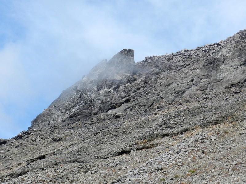 茶臼岳の噴煙が見えて来た